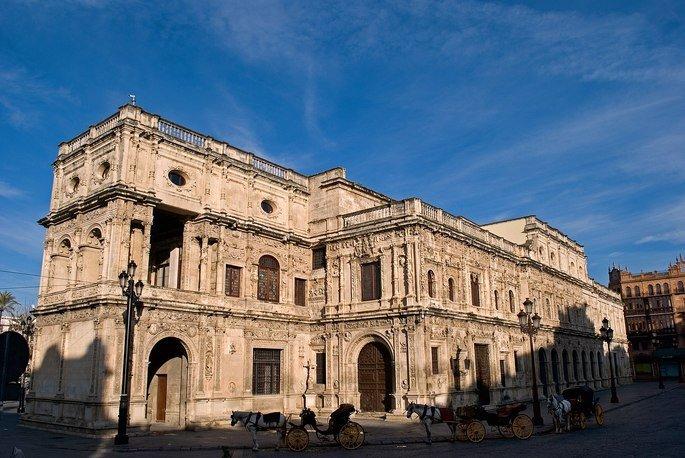 Fachada del Ayuntamiento de Sevilla a la Plaza de San Francisco obra de Diego de Riaño