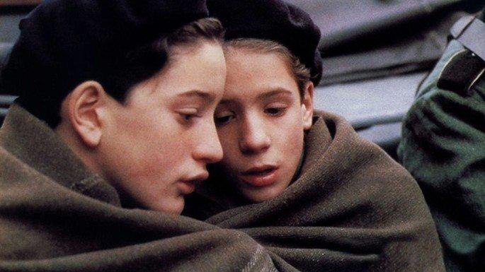 Fotograma de la película Adiós muchachos