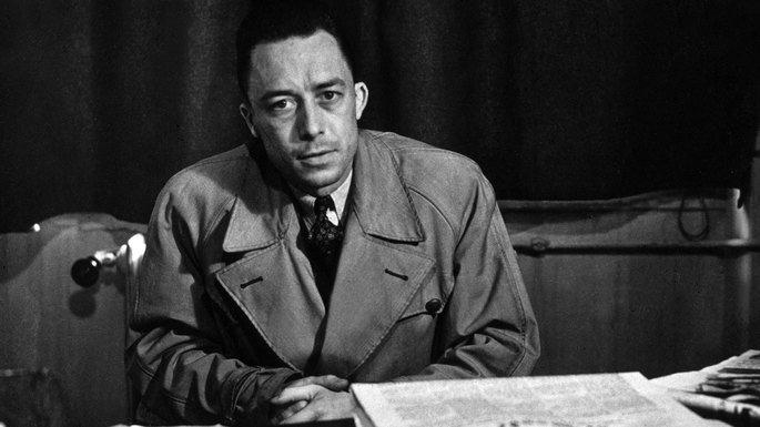 Fotografía en la que aparece Albert Camus