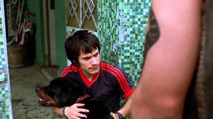 Fotograma de la película Amores Perros