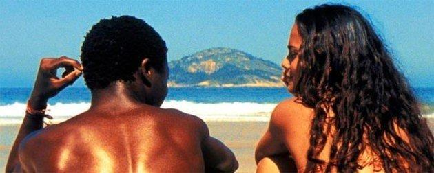 Angélica y Buscapé en la playa.
