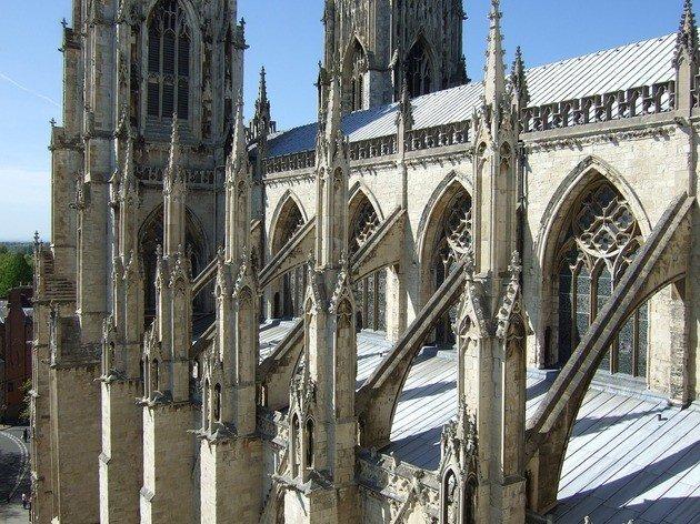 Detalle de arbotantes y contrafuertes. Catedral de York, Inglaterra.