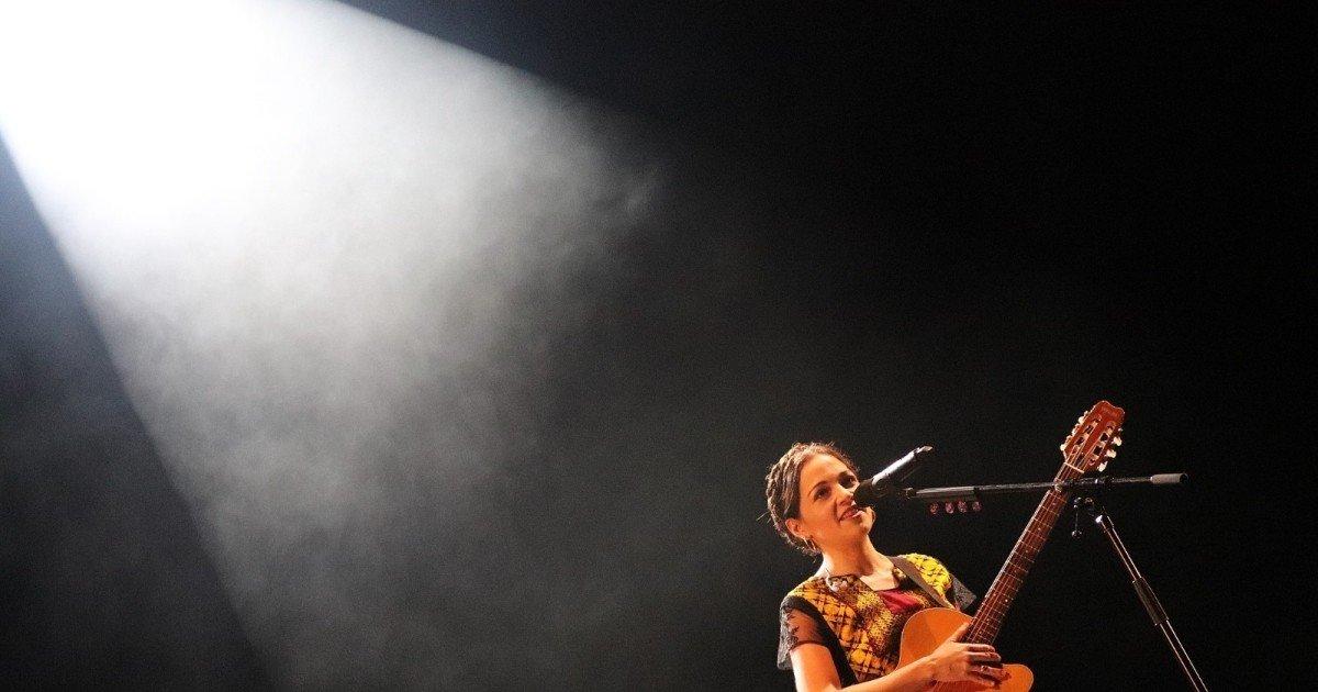 Hasta La Raíz De Natalia Lafourcade Letra Y Análisis De La Canción Cultura Genial