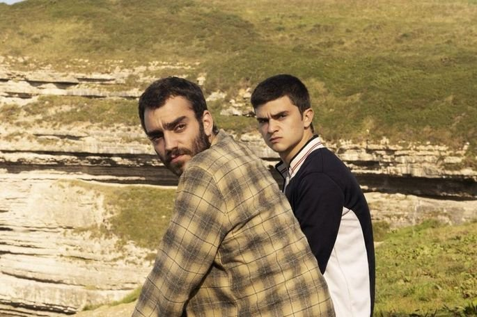 Fotograma de la película en el que aparecen Héctor e Isaac