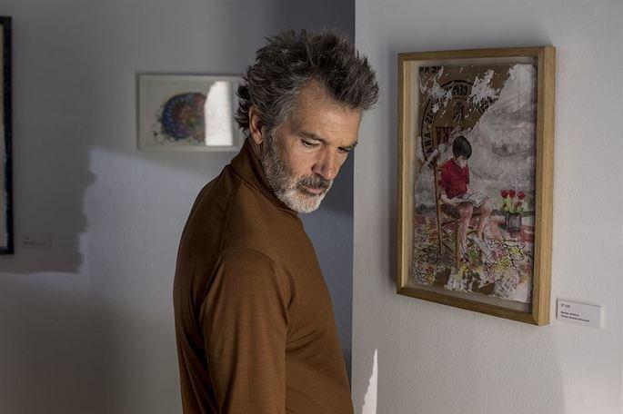 Fotograma de la película en el que aparece Antonio Banderas en el centro de la imagen