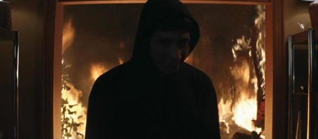Donnie incendia la casa de Jim.