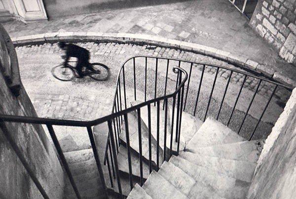 El hombre de la bicicleta por Cartier-Bresson