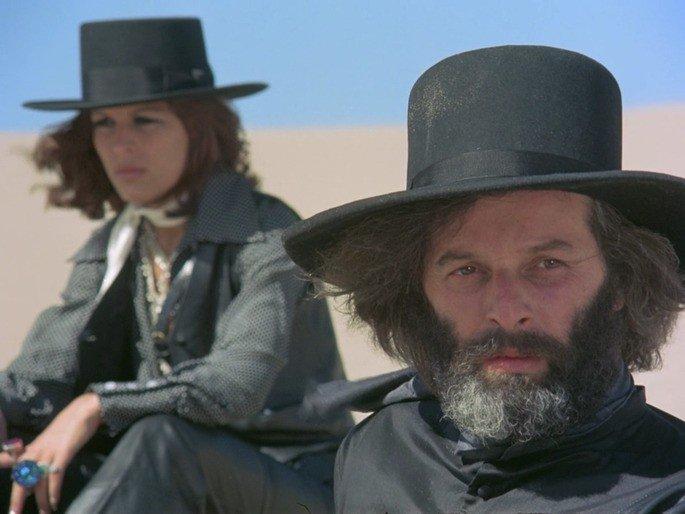 Fotograma de la película El topo