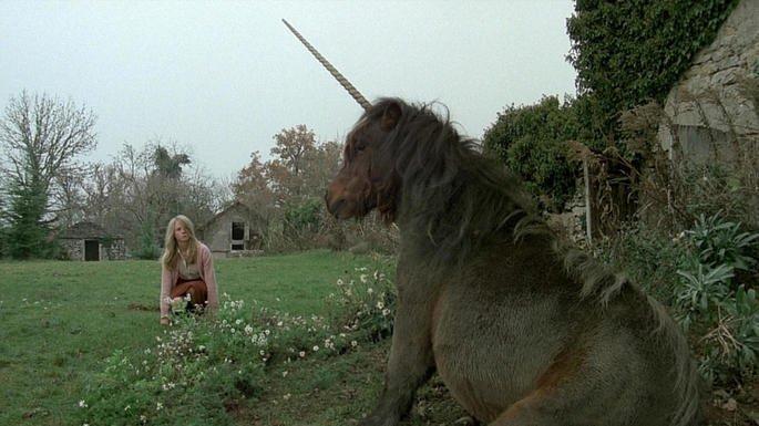 Fotograma de la película El unicornio