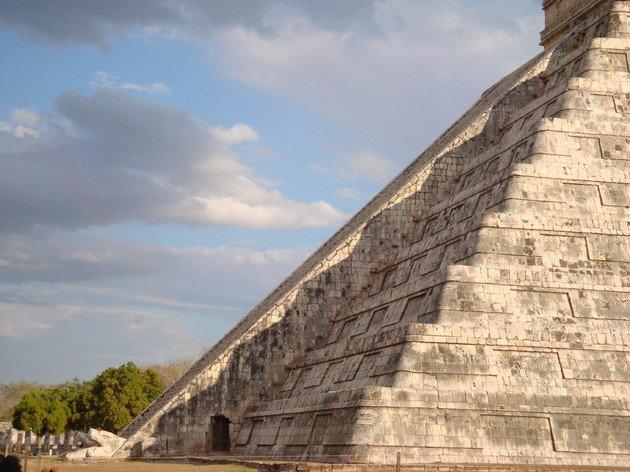 Efecto del equinoccio en El Castillo de Chichén Itzá.