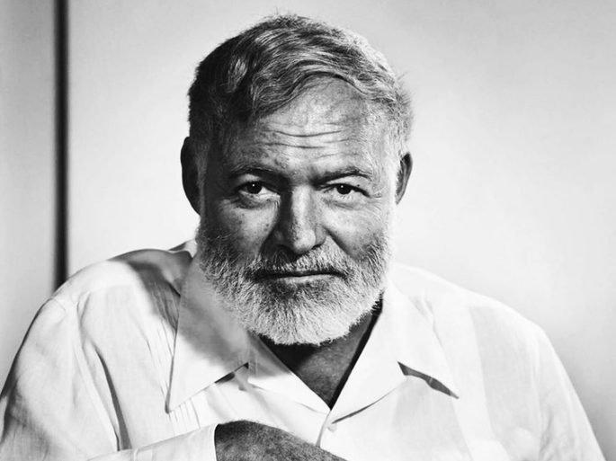 Fotografía en la que aparece Ernest Hemingway en primer plano