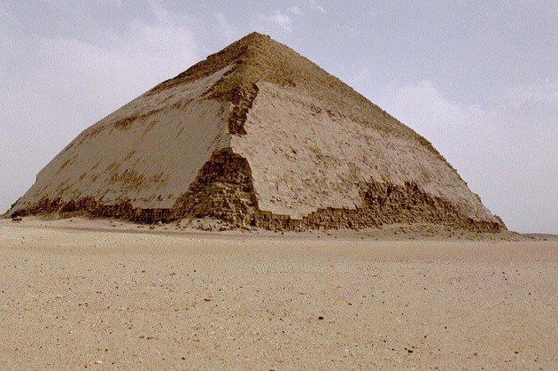 piramide de snefru o acodada