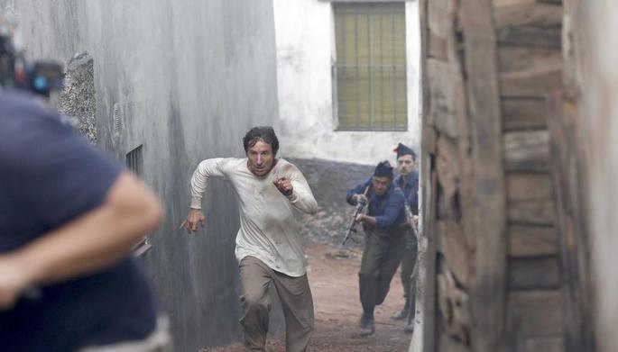 Fotograma de la película La trinchera infinita.