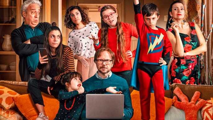 Fotograma de la película padre no hay más que uno en el que aparece el protagonista y sus hijos