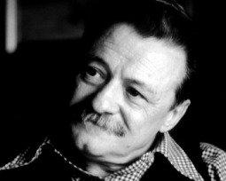 6 poemas imprescindibles de Mario Benedetti