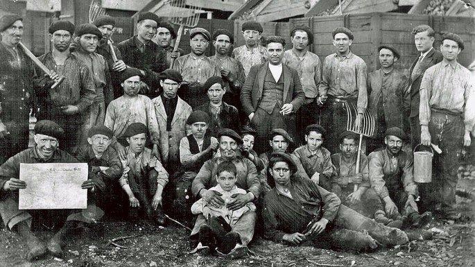 Mineros durante la revolución de octubre.