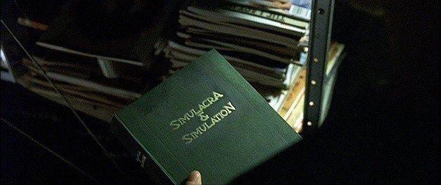 Libro 'Simulacro y Simulación' en la película Matrix.
