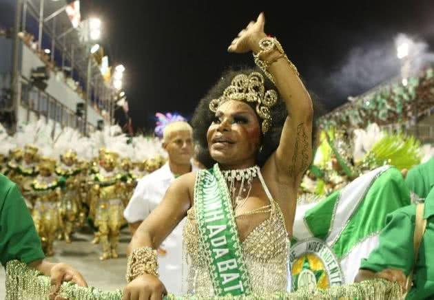 Elza Soares, madrinha da bateria da escola de samba Mocidade Independente, 2010
