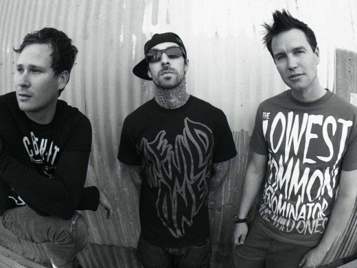 Tom DeLonge, Travis Barker e Mark Hoppus.