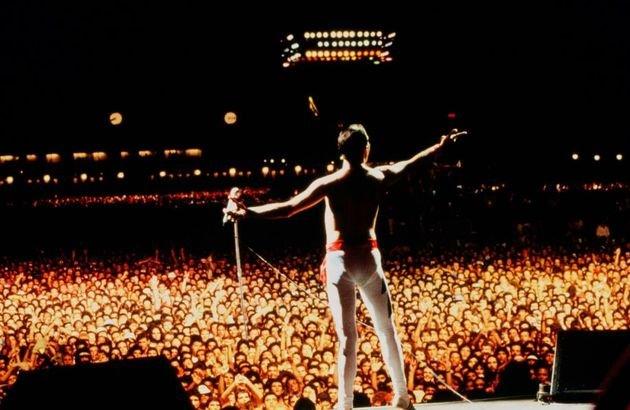 As imagens que aparecem no filme são de fato da apresentação dos Queen no Rock in Rio 1985.