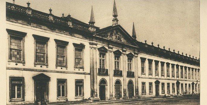 A Universidade de Coimbra abrigou o poeta Gonçalves Dias durante alguns anos da sua juventude. Lá o jovem rapaz fez uma série de amizades e foi contaminado pelo romantismo que já vigorava na Europa.