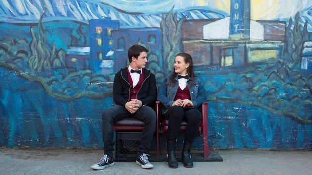 Clay e Hannah rindo
