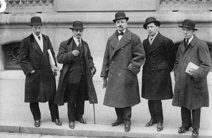 Retrato dos pintores futuristas em 1912.