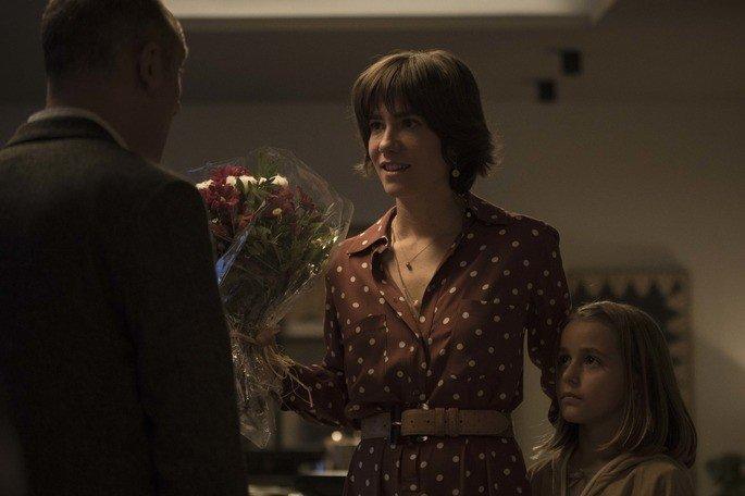 Frame do filme: Javier com Lara e Monica.
