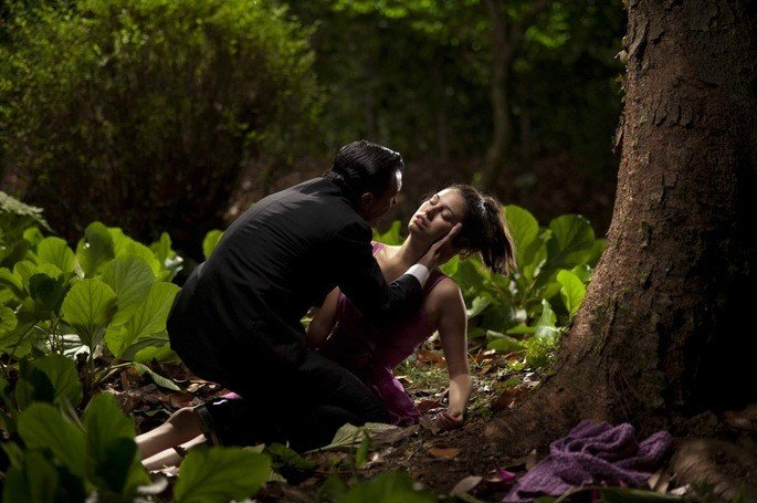 Robert encontra Norma desmaiada
