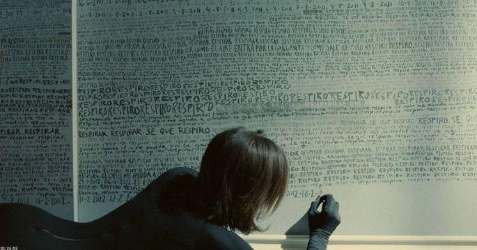 Vera escreve nas paredes