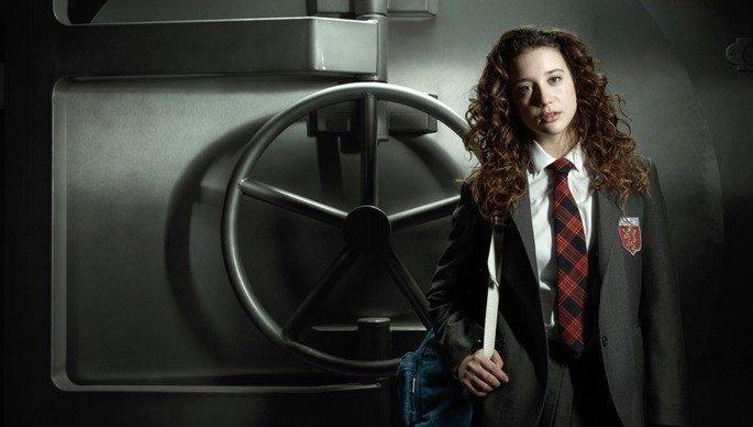 María Pedraza como Alison Parker na série.