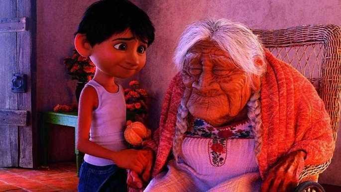 Lupita, a bisavó de Miguel, é a representação viva da velhice e da perda da memória.