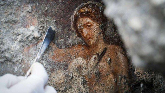 pintura romana na cidade de Pompeia retrata mulher e ganso
