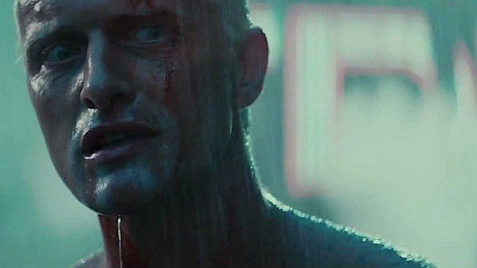 cena de blade runner exibe Roy na chuva