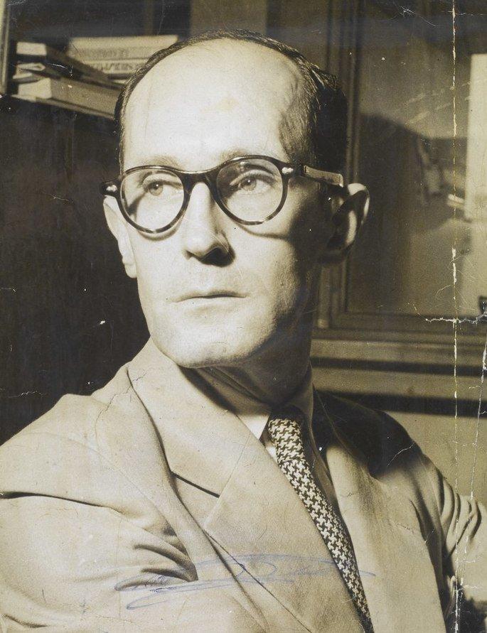 Retrato de Carlos Drummond de Andrade.