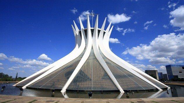 Vista exterior da Catedral de Brasília.
