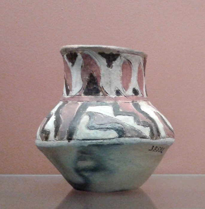 Vaso de cerâmica criado pelos Kadiwéu.