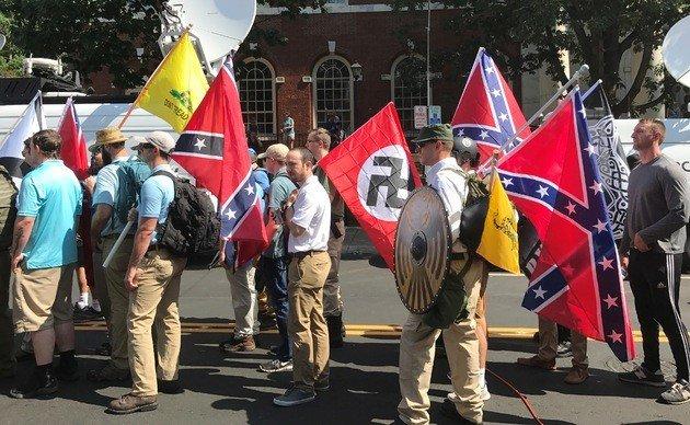 Fotografia do encontro da direita em Charlottesville, 2017.