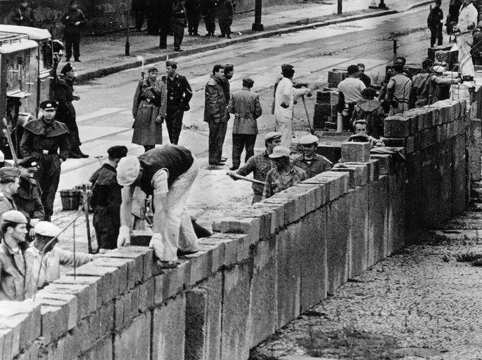 Construção do muro.