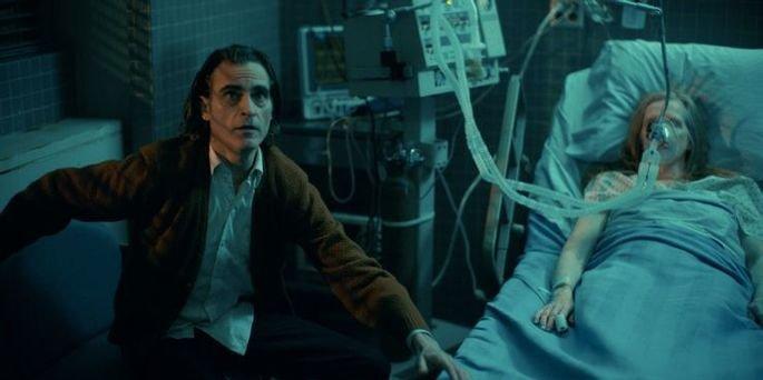 Arthur no hospital com a mãe.