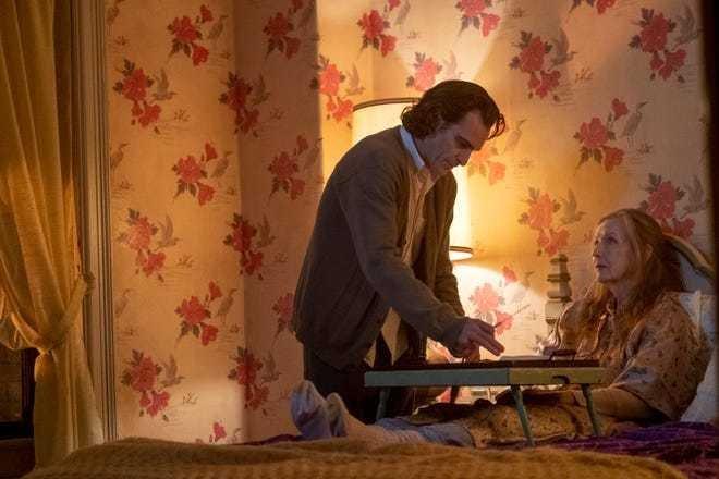 Arthur cuidando da mãe doente.