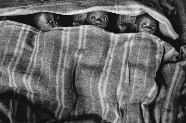 crianças fotografadas para o projeto Êxodos de Sebastião Salgado