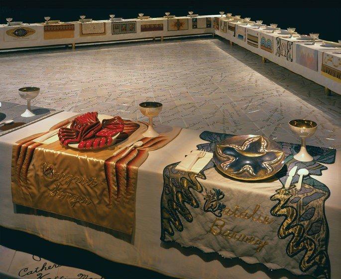 O banquete, instalação de Judy Chicago