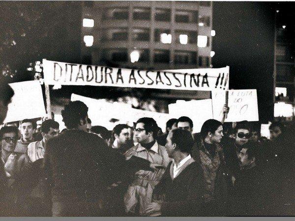 Protesto contra os crimes do regime militar