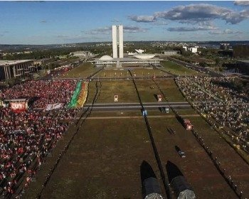 Documentário Democracia em vertigem