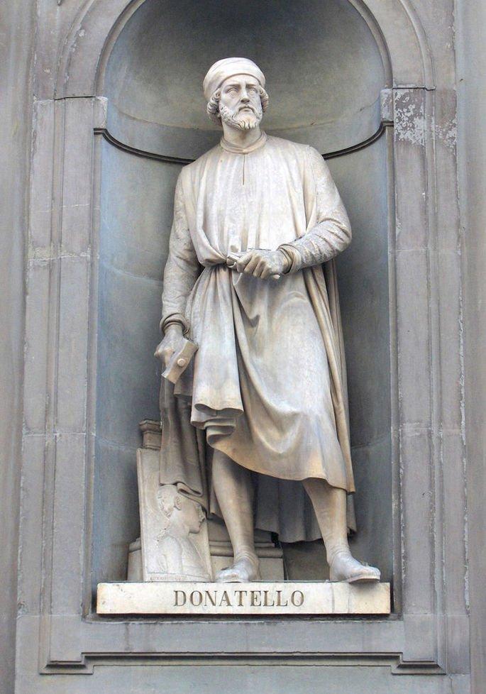 escultura retratando o artista Donatello
