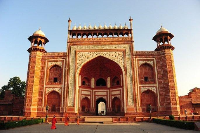 Darwaza, o edifício de entrada do Taj Mahal.