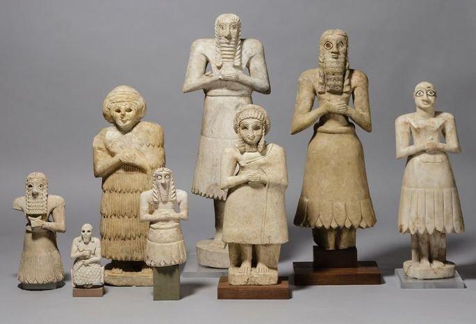 diversas estatuetas em terracota do povo sumério