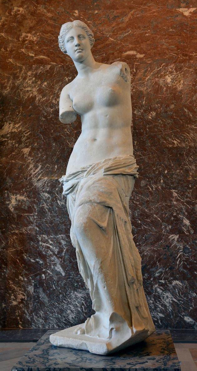 Vênus de Milo, visão frontal.