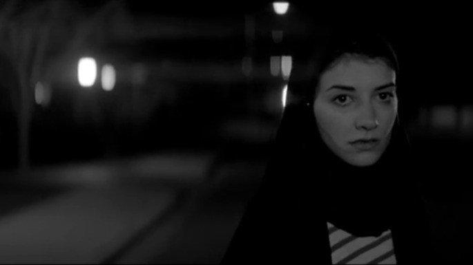 Garota Sombria Caminha pela Noite (2015)